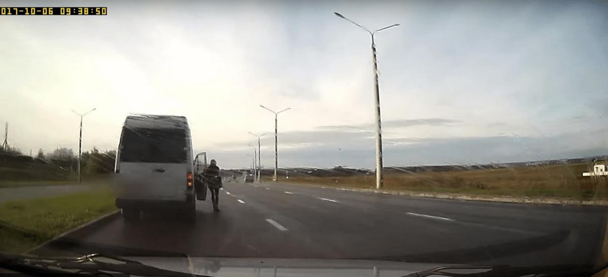 В Гродно водитель маршрутки за 20 минут с десяток раз нарушил ПДД (видео)