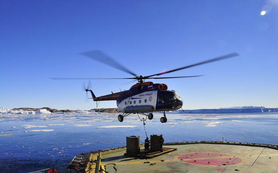 У Шпицбергена упал в море российский вертолет, на борту которого находились 8 человек