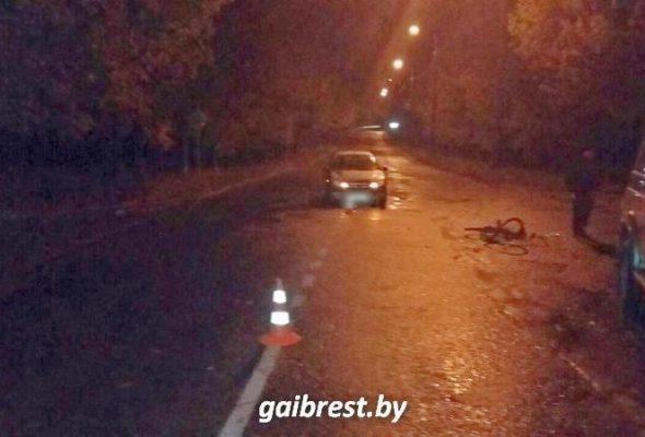 В Барановичах легковушка сбила пьяного велосипедиста