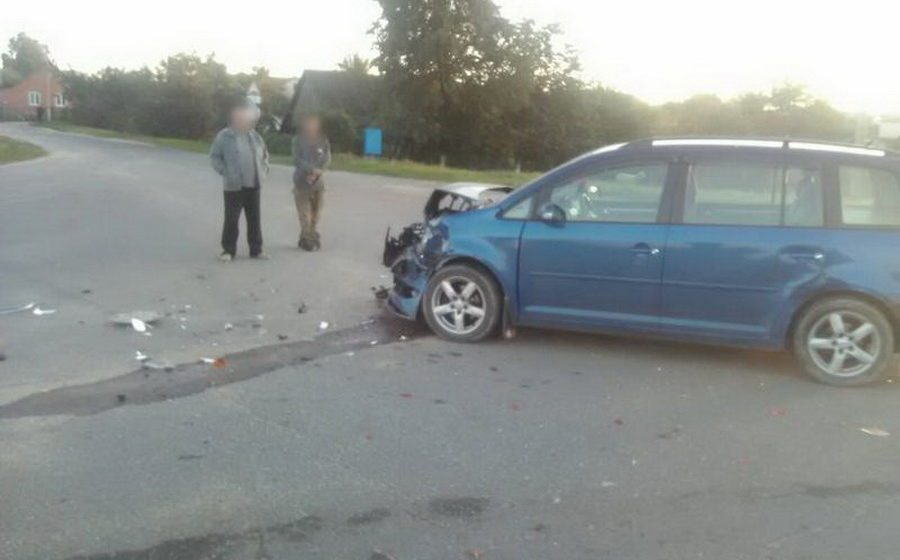 В Барановичском районе столкнулись две легковушки, пострадал один человек