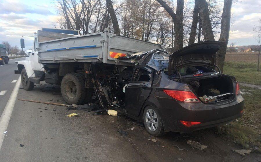 Под Минском Hyundai «влетел» под грузовик, погибли два человека