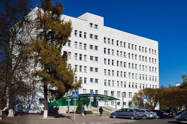 В Барановичской центральной поликлинике меняют грузопассажирский лифт