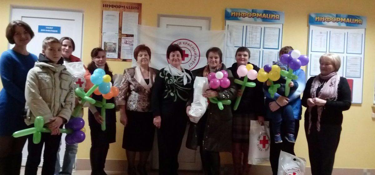 В Барановичах Красный Крест провел акцию ко Дню матери
