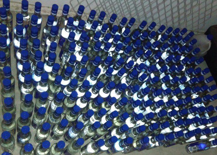 Барановичские милиционеры изъяли около 300 литров водки без акцизных марок