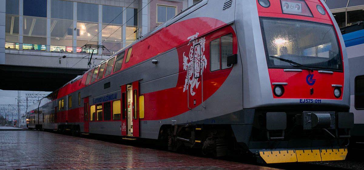 В Минск прибыл двухэтажный поезд с «Погоней», с декабря он будет ездить в Вильнюс