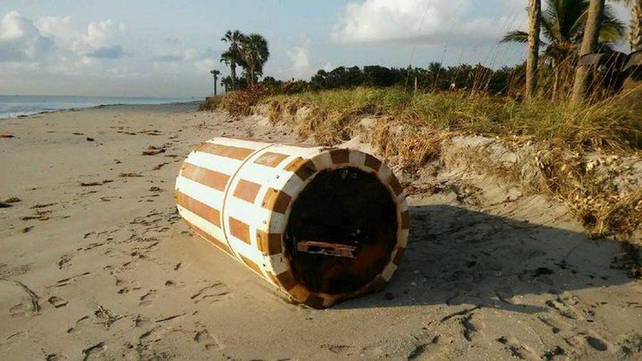 Во Флориде на берег выбросило таинственный советский аппарат