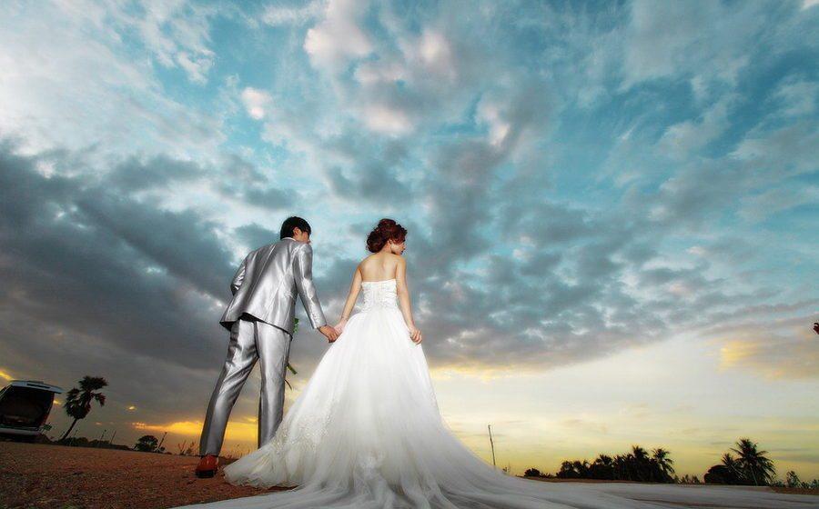 Медики выяснили, почему женщины существенно полнеют после замужества