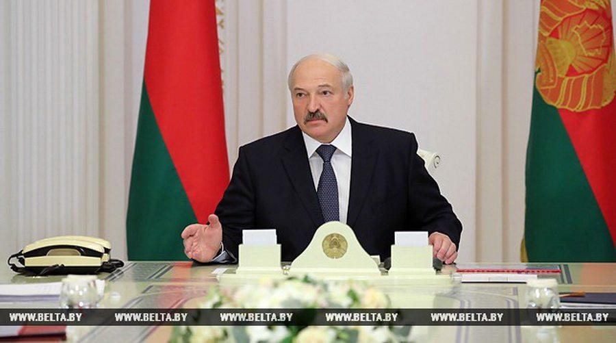 Лукашенко о зарплате банкиров: хотелось бы, чтобы банковская система не была, цитирую народ, «скопищем жирных котов»