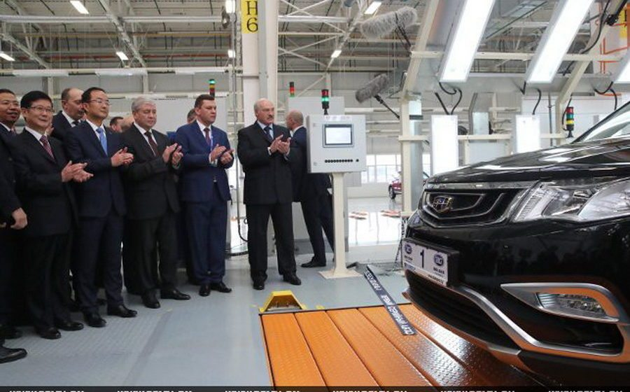 Первый белорусский легковой автомобиль GeelyAtlas NL3 сошел с конвейера нового завода СЗАО «БелДжи»