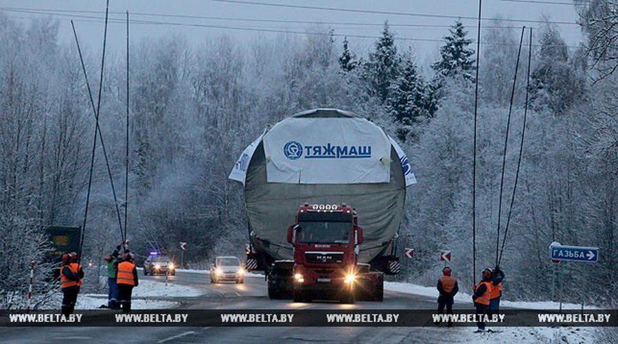 Видеофакт. По Городокскому району проехал 40-метровый автопоезд, перевозящий оборудование для АЭС
