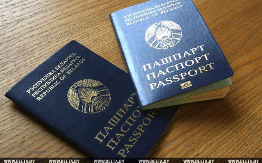 После введения биометрических документов белорусы смогут иметь два паспорта