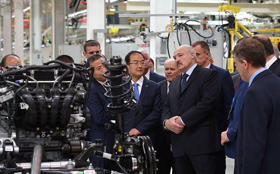 Лукашенко рассказал, как получить хорошую зарплату — не курить, не пить и без наркоты