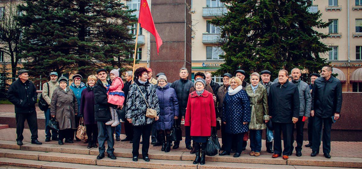 Фотофакт. В Барановичах прошел митинг, приуроченный к 100-летию Октябрьской революции