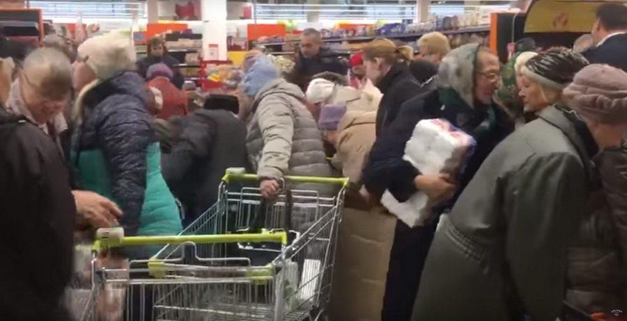 Видеофакт. В минском гипермаркете покупатели устроили очередную битву, только уже за акционный сахар