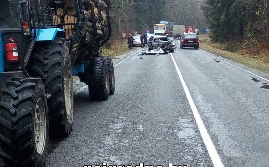 Восемнадцатилетний водитель столкнулся с трактором-лесовозом на трассе Барановичи – Новогрудок