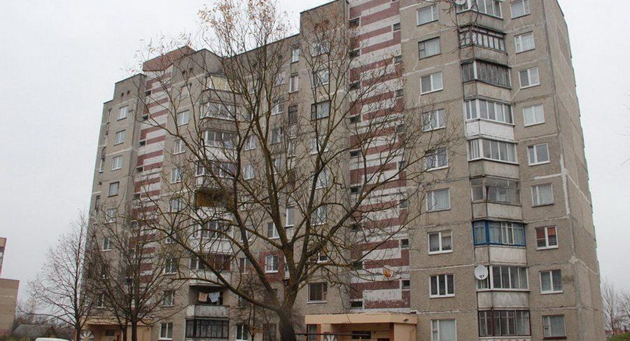 В Слониме 82-летняя пенсионерка выпала из окна 7-го этажа
