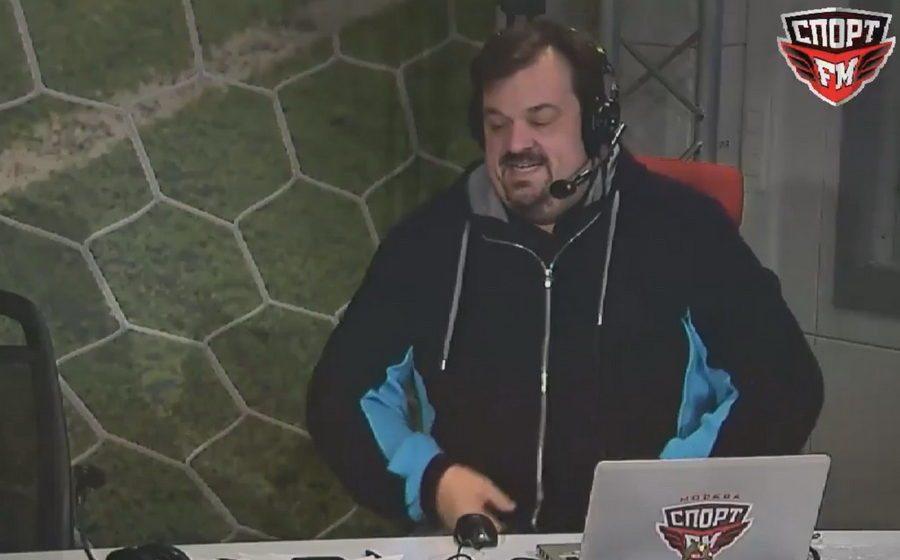 Во время прямого эфира Василий Уткин упал с кресла (видео)