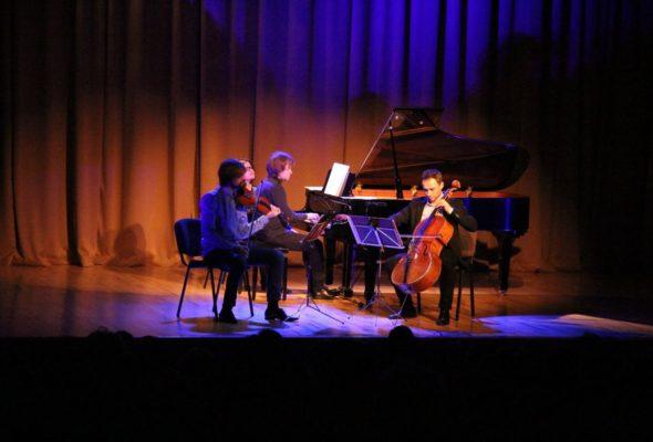 Выступление фортепианного трио Nouvelle Philharmonie в БарГУ. Фото: https://www.facebook.com/muzzic.dom