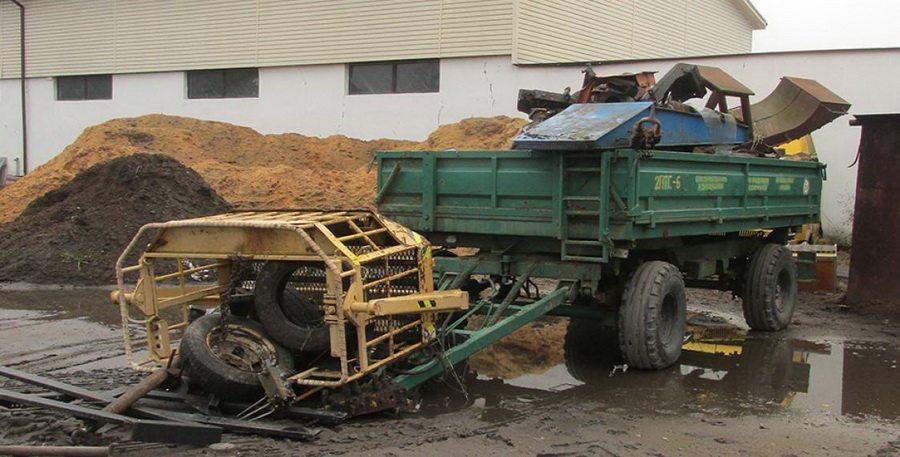 В Светлогорске мужчину придавило тяжелой строительной люлькой с металлоломом, он погиб