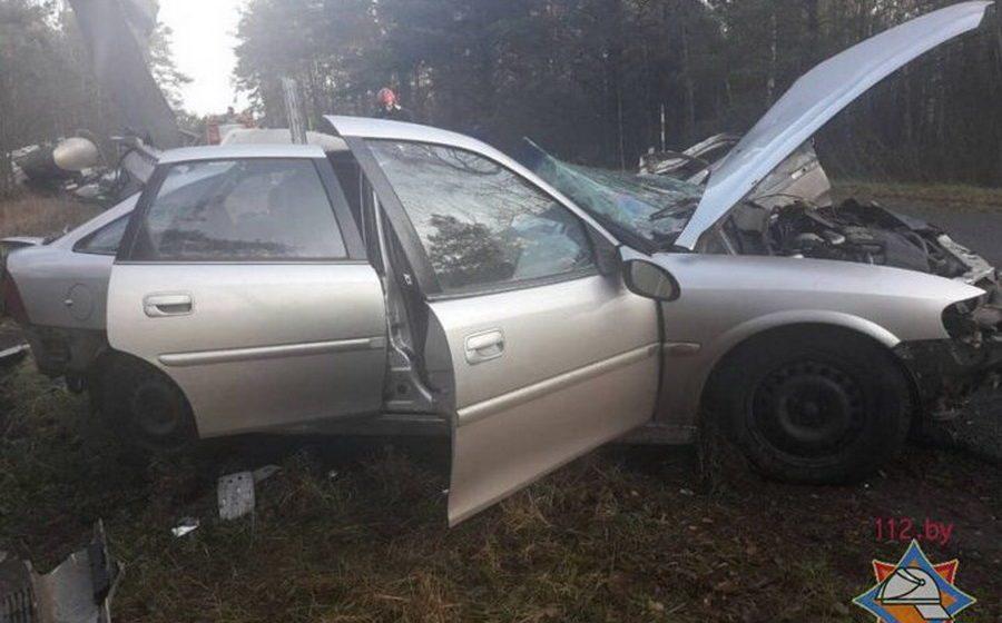 Под Петриковом Opel лоб в лоб врезался в молоковоз – погибли три человека, в том числе трехлетний ребенок
