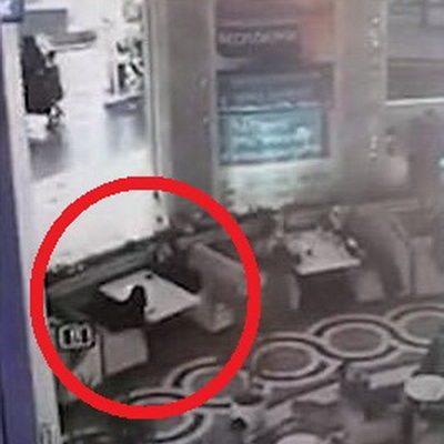 Видеофакт. В Грозном маленький мальчик выпал с третьего этажа и приземлился прямо на диван, который стоял в кафе