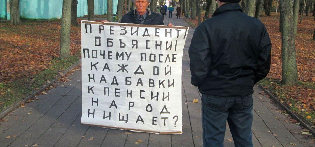 В Барановичах Николай Черноус вышел на пикет, требуя объяснений у президента, почему нищают пенсионеры