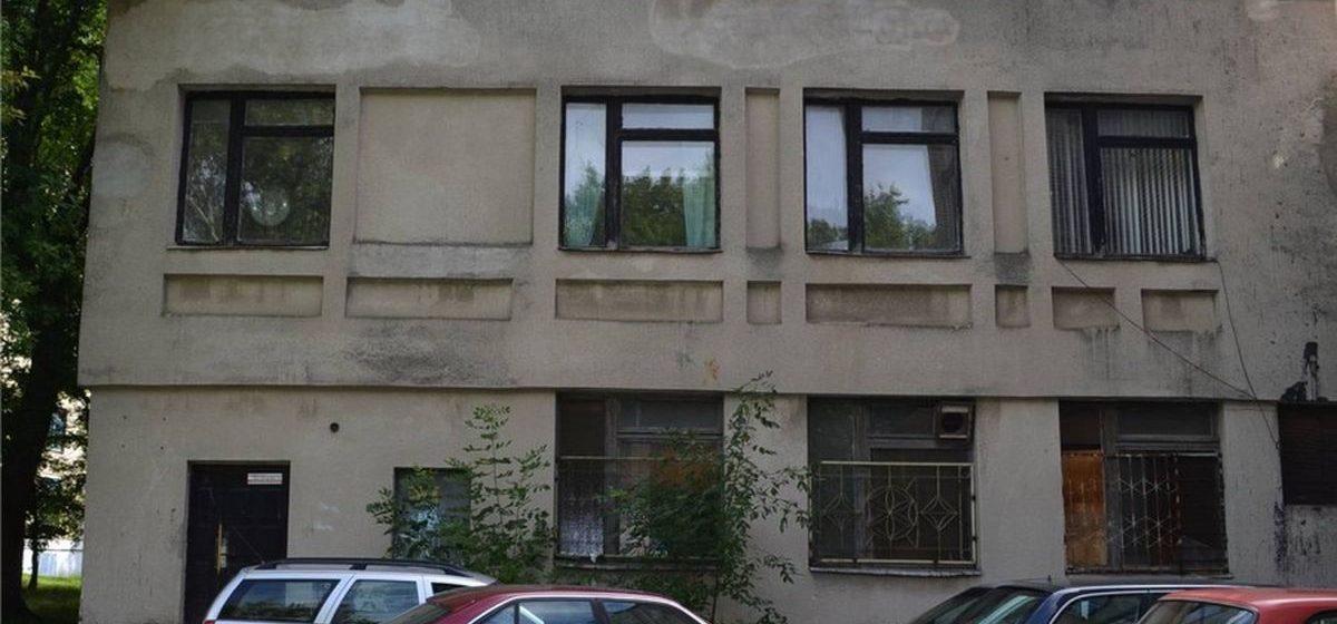 В  Барановичах продают здание мастерских и спортзала на улице Промышленной