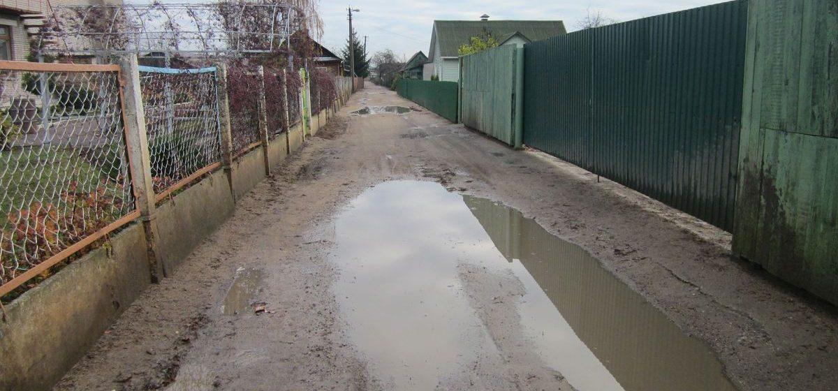 Барановичские родители жалуются на то, что детей к садику приходится водить по грязи и лужам