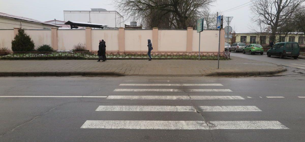 Фотофакт. В Барановичах на пересечении улиц Комсомольская – Лермонтова снизили бордюр