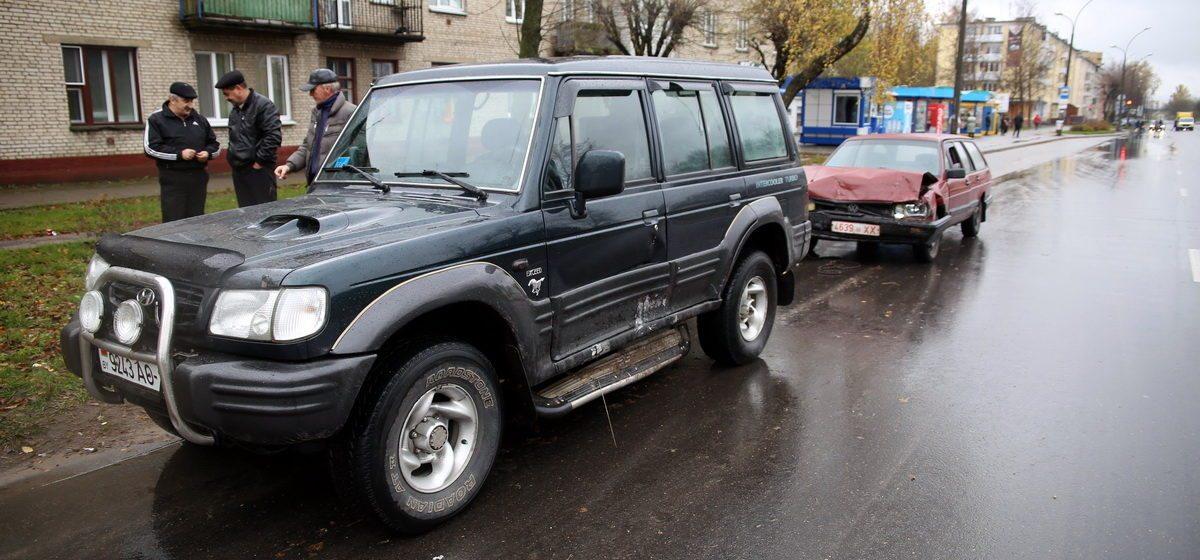 Фотофакт. В Барановичах на улице Брестской столкнулись Hyundai и Volkswagen