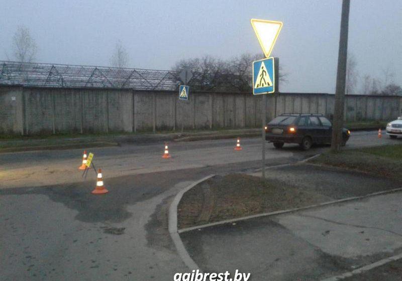 В Барановичах на пешеходном переходе автомобиль Skoda сбил женщину