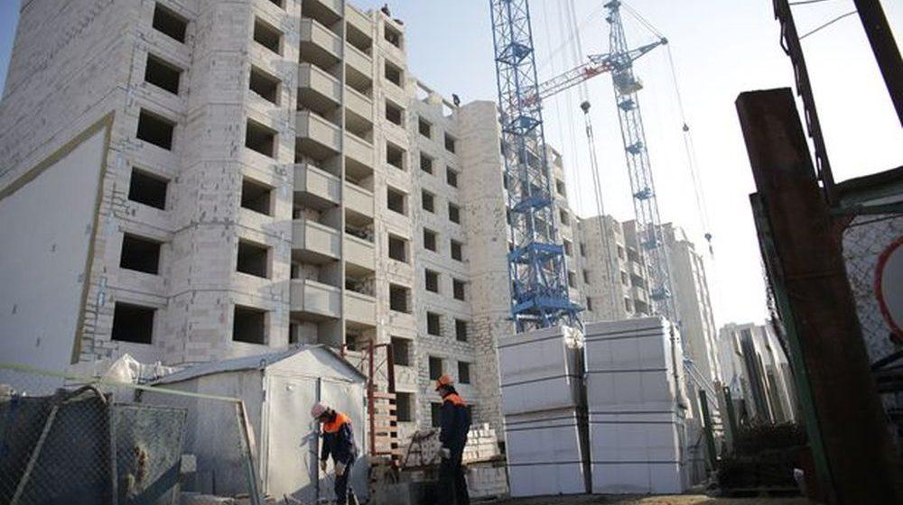 В Барановичах стали лучше работать предприятия, а объемы жилищного строительства упали