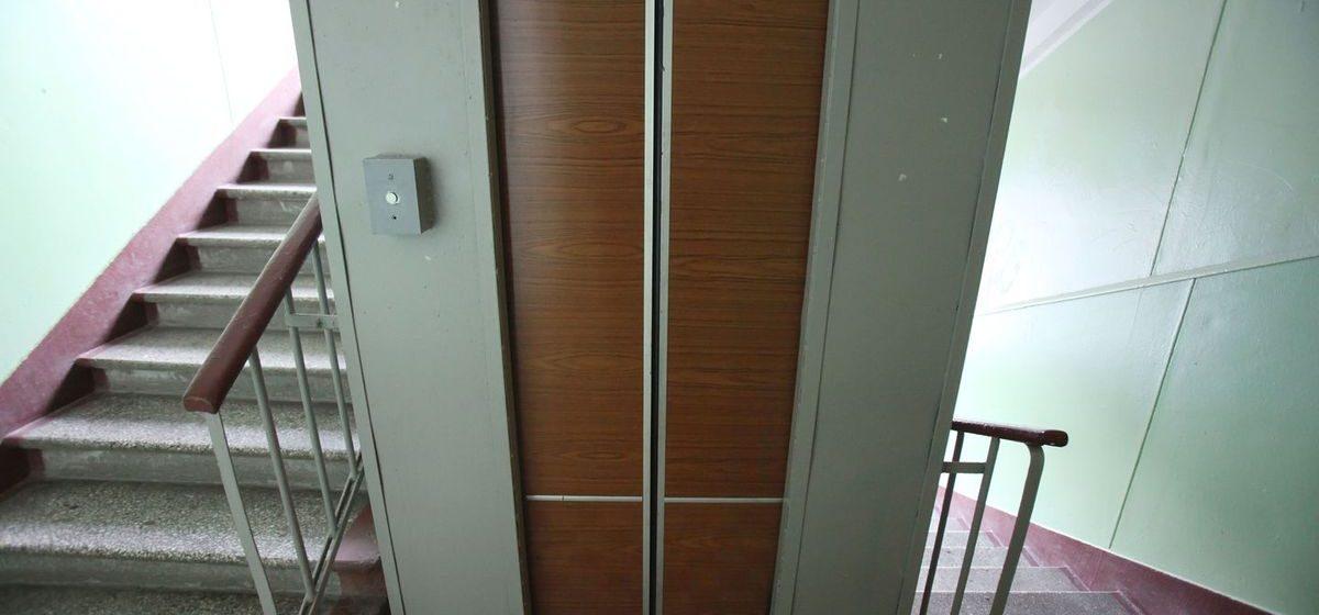 В Барановичах в замене нуждается более трехсот лифтов. Меняют около десяти в год
