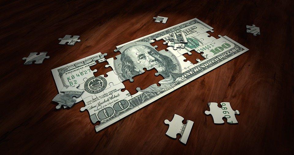 В Барановичах подросток из Ляховичей пытался обменять фальшивые 100 долларов США