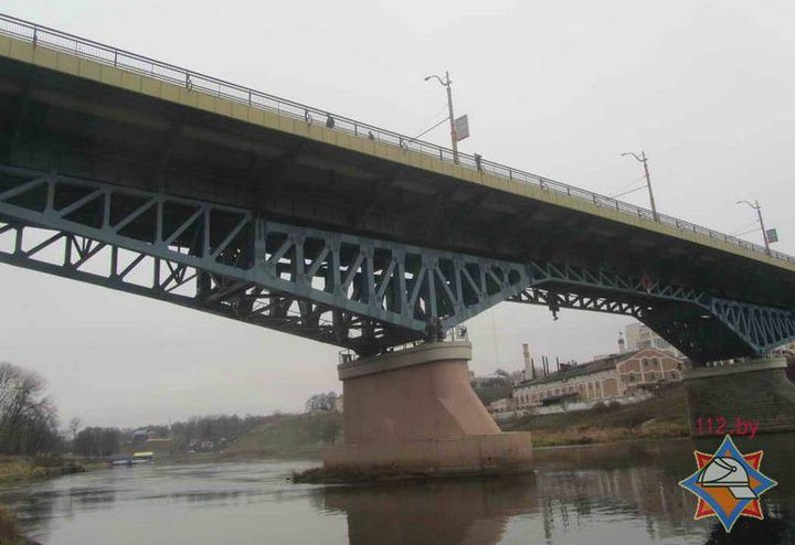 Прыгнувший с моста в Гродно водитель автобуса — в реанимации. Его коллеги жалуются на переработки