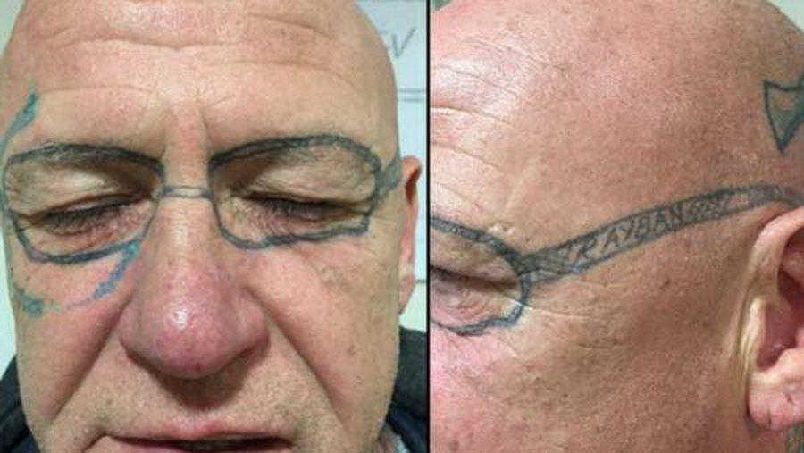 В Англии мужчина после мальчишника проснулся с татуировкой на все лицо