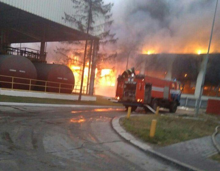 В Жлобине открытым пламенем горел цех БМЗ