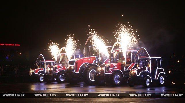 МТЗ устроил шоу «Огнедышащих тракторов» (фото и видео)