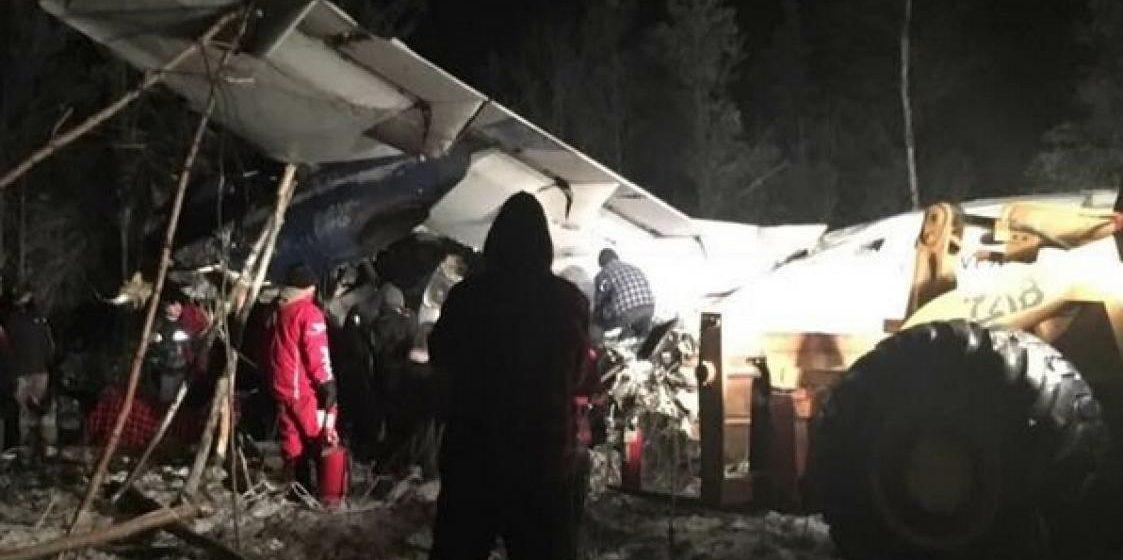 В Канаде упал пассажирский самолет, но люди выжили (видео)