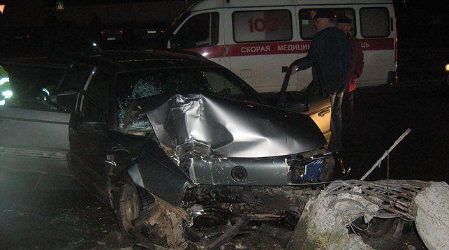 В Молодечно легковушка врезалась в осветительную мачту — погибли водитель и пассажирка