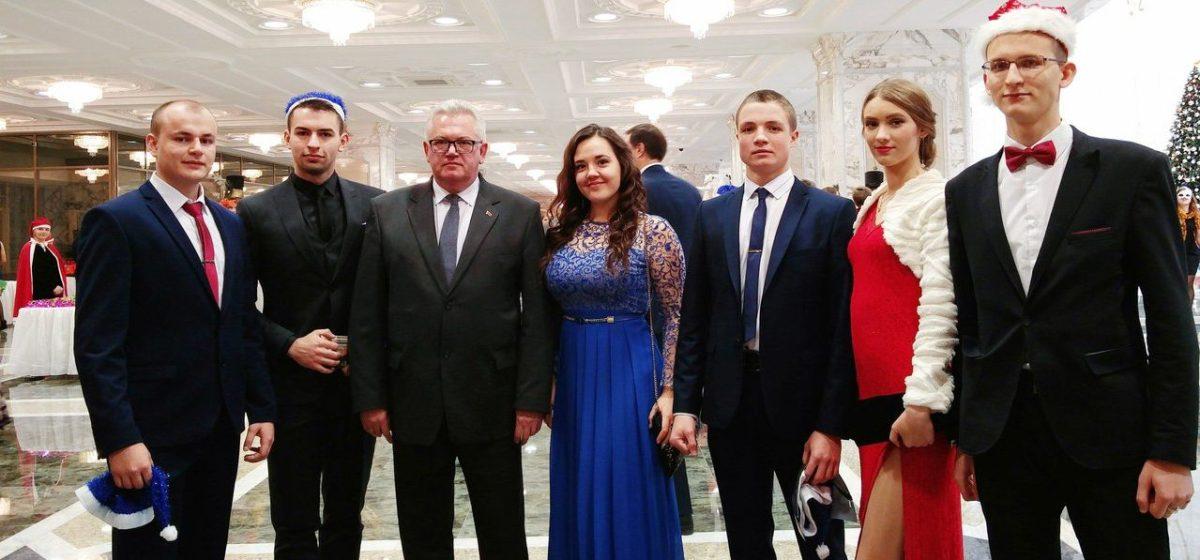 Лучшие барановичские студенты посетили президентский бал