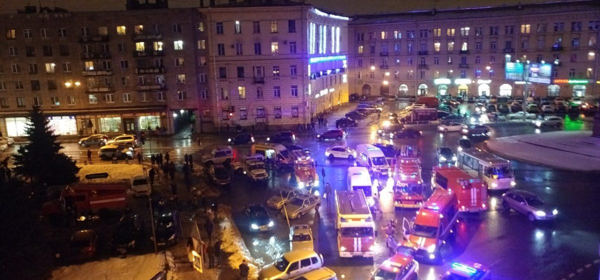 В Петербурге в супермаркете произошел взрыв, есть пострадавшие