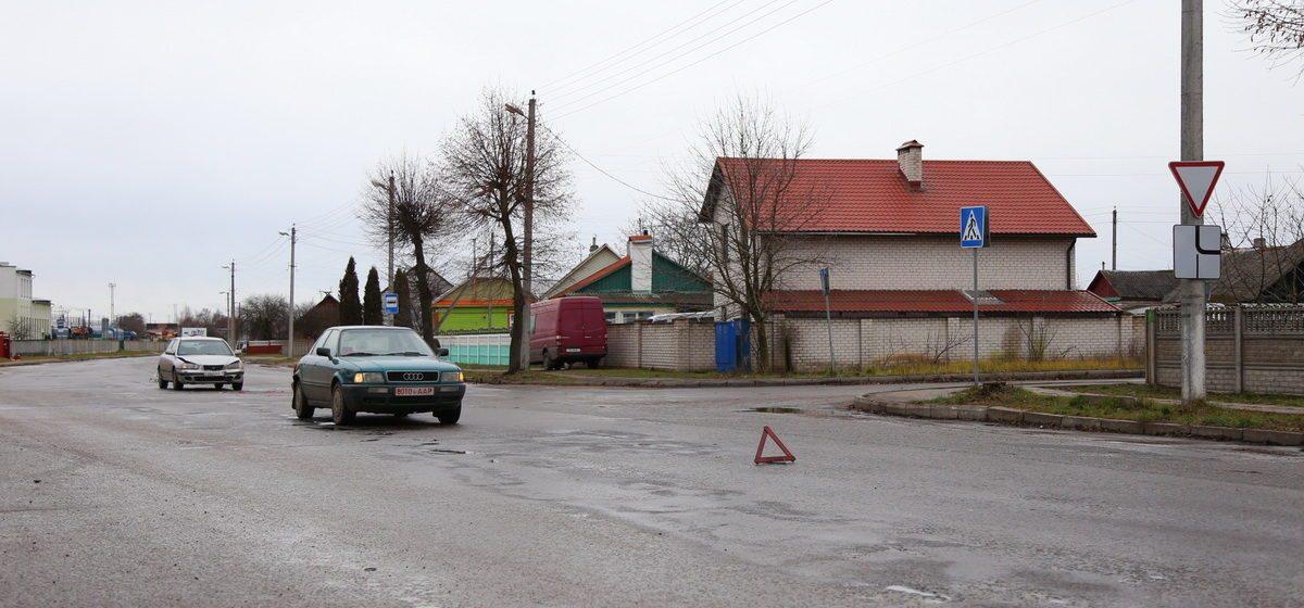 Фотофакт. В Барановичах на улице Вильчковского столкнулись Audi и Hyundai