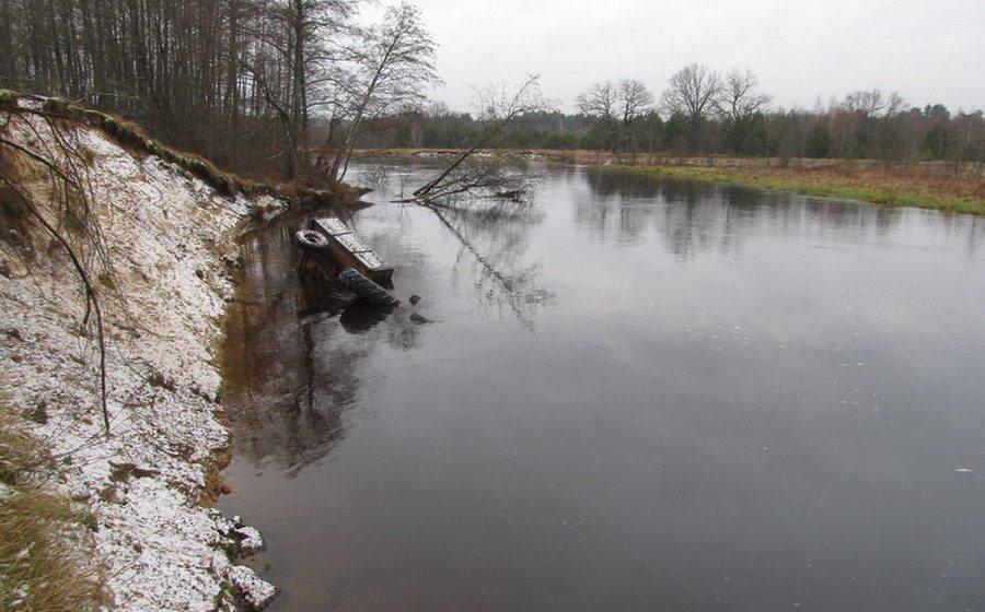 В Мостовском районе в реке Щара затонул трактор, погибли два человека