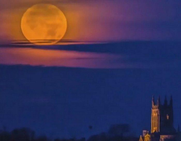 В ночь с 7 на 8 апреля над Беларусью взойдет «розовая суперлуна»