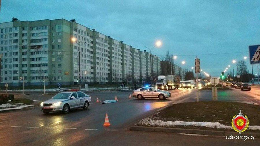 В Минске Lexus насмерть сбил 22-летнюю девушку, которая на красный свет перебегала дорогу