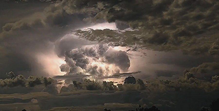В Австралии сняли электрический супершторм (видео)