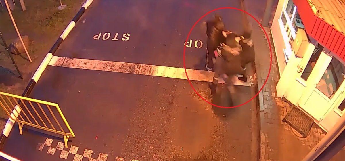 Видеофакт. В пункте пропуска «Мокраны» украинец пытался убежать от белорусских пограничников