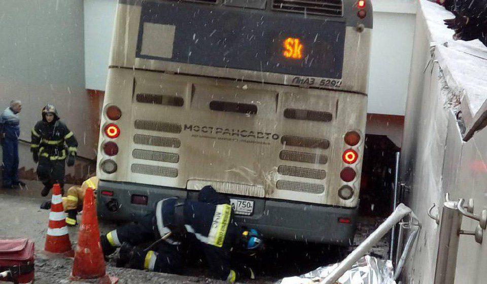 Водитель автобуса, сбивший людей у метро в Москве, находится в больнице в тяжелом состоянии