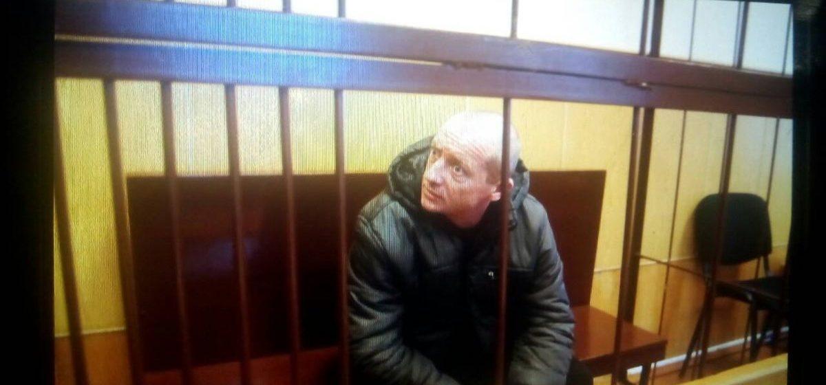 ОНЛАЙН. Суд над мужчиной, который в Барановичах избил и затащил в машину 15-летнюю школьницу